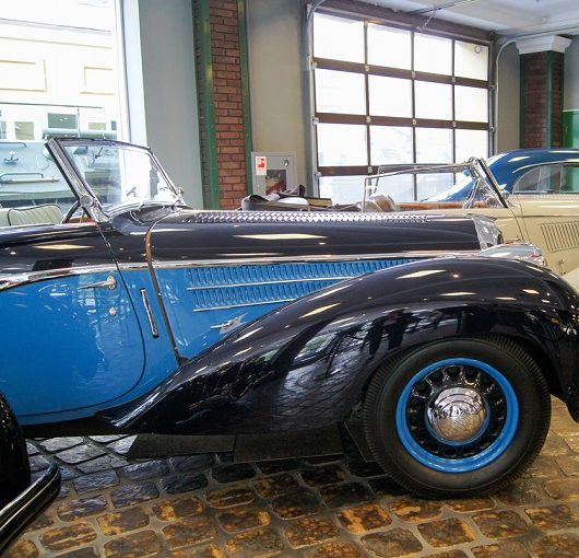 A number of vintage automobiles, blue car in photo
